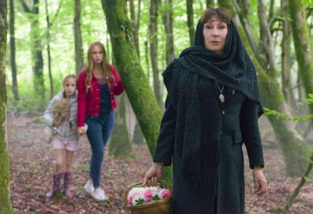 Watcher In The Woods, The (Lifetime 2017, Anjelica Huston, Tallulah Evans)