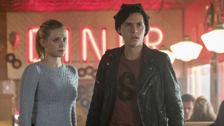 When Jughead (Cole Sprouse) learns that FP (Skeet Ulrich) is getting released from prison, he and Betty (Lili Reinhart) organize a welcome home party